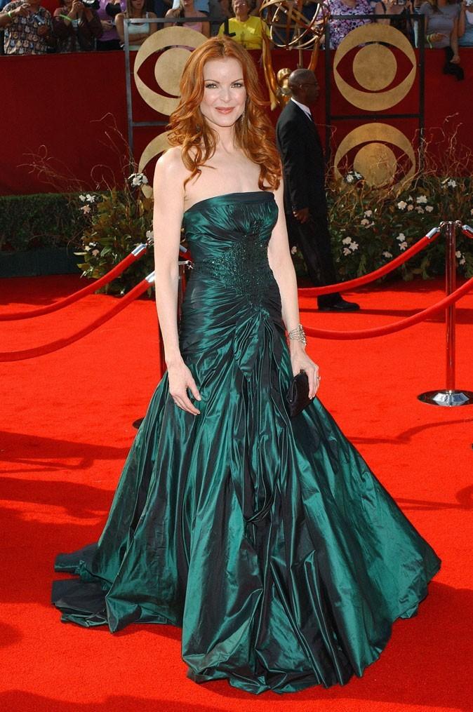 Looks de Marcia Cross : une longue robe bustier verte satinée sur tapis rouge !