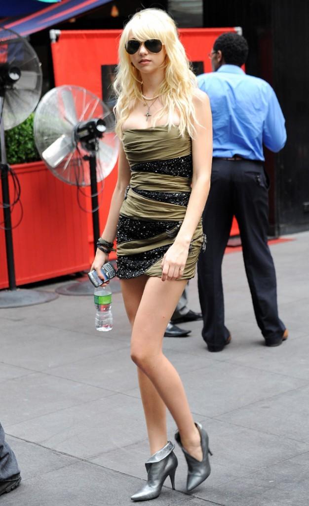La mini-robe bustier de Taylor Momsen en Août 2009 !