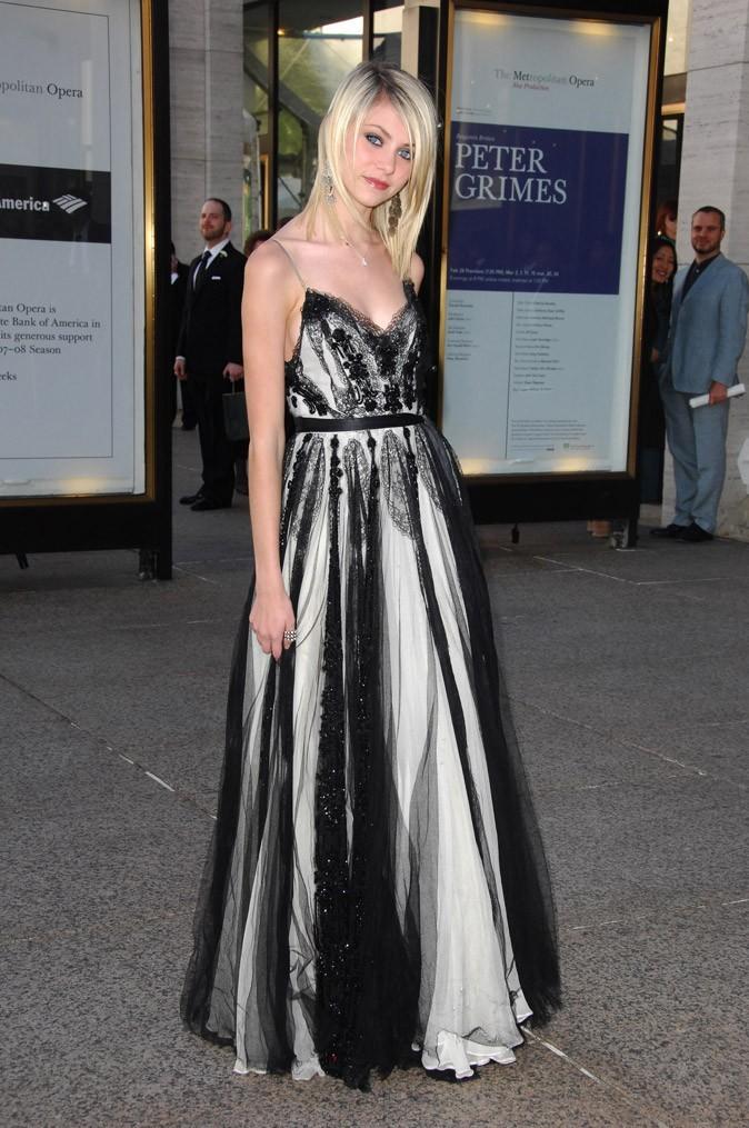La robe de soirée satin et dentelle de Taylor Momsen en Mai 2008 !