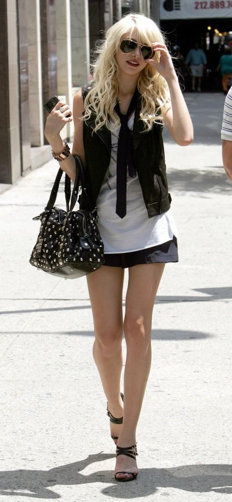 Le gilet et la cravate de Taylor Momsen en Août 2009 !