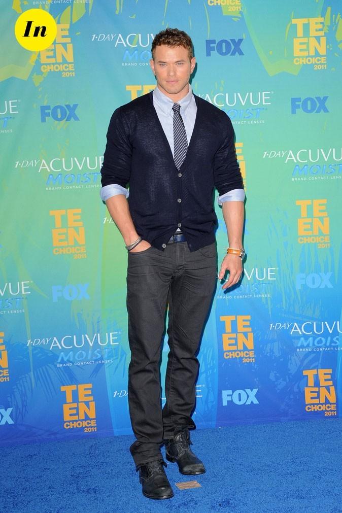 Kellan Lutz en gilet et cravate pour les Teen Choice Awards
