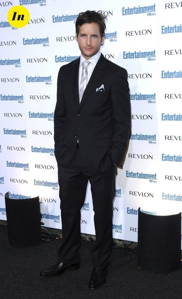 Peter Facinelli en costume noir