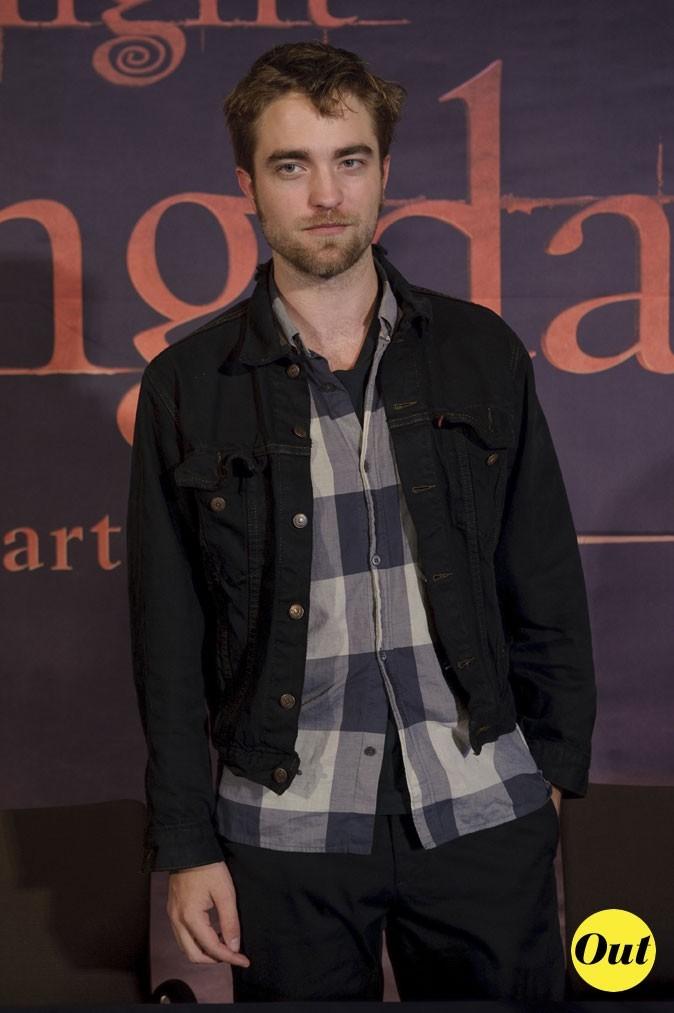 Robert Pattinson avec sa veste en jean trop courte