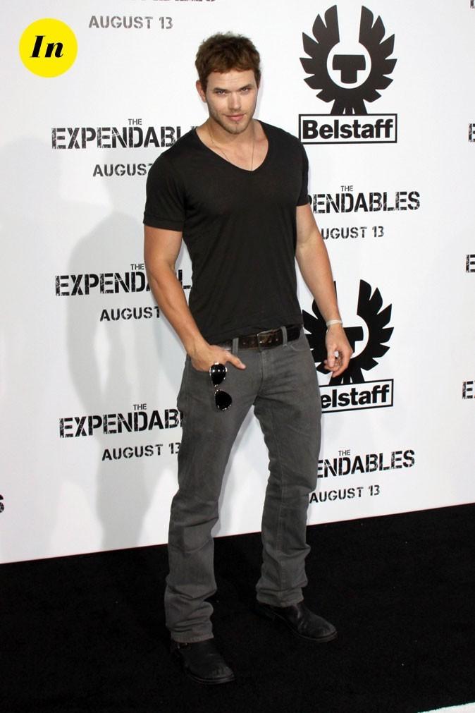 """Kellan Lutz, T-shirt moulant et jean gris pour le film """"Expendables"""""""