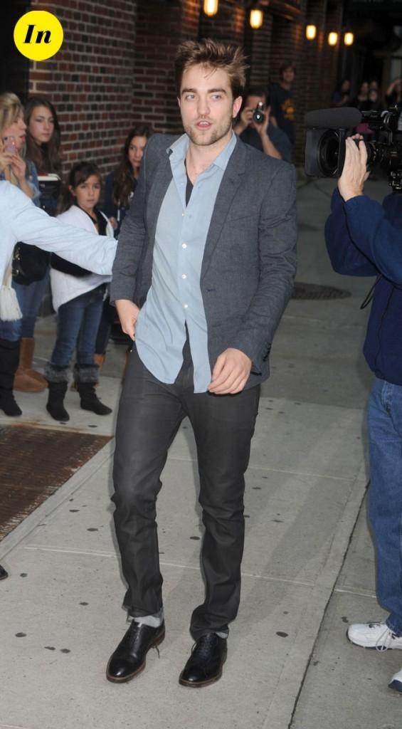 Robert Pattinson : veste et pantalon gris pour l'enregistrement d'une émission