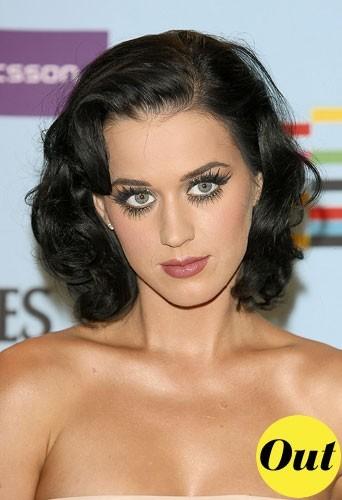 Maquillage tendance hiver 2011 : les cils ultra brushés de Katy Perry