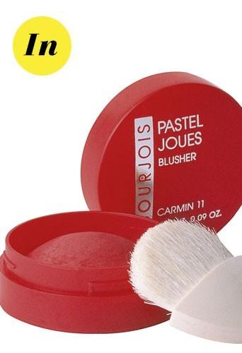 Maquillage tendance hiver 2011 : les pommettes carmin