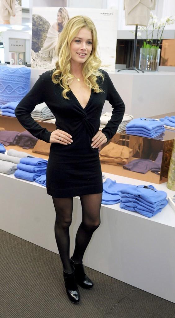 Doutzen Kroes très chic dans une petite robe noire !