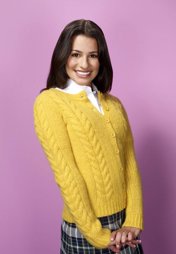Look de Lea Michele dans Glee : un gilet jaune et une jupe écossaisse