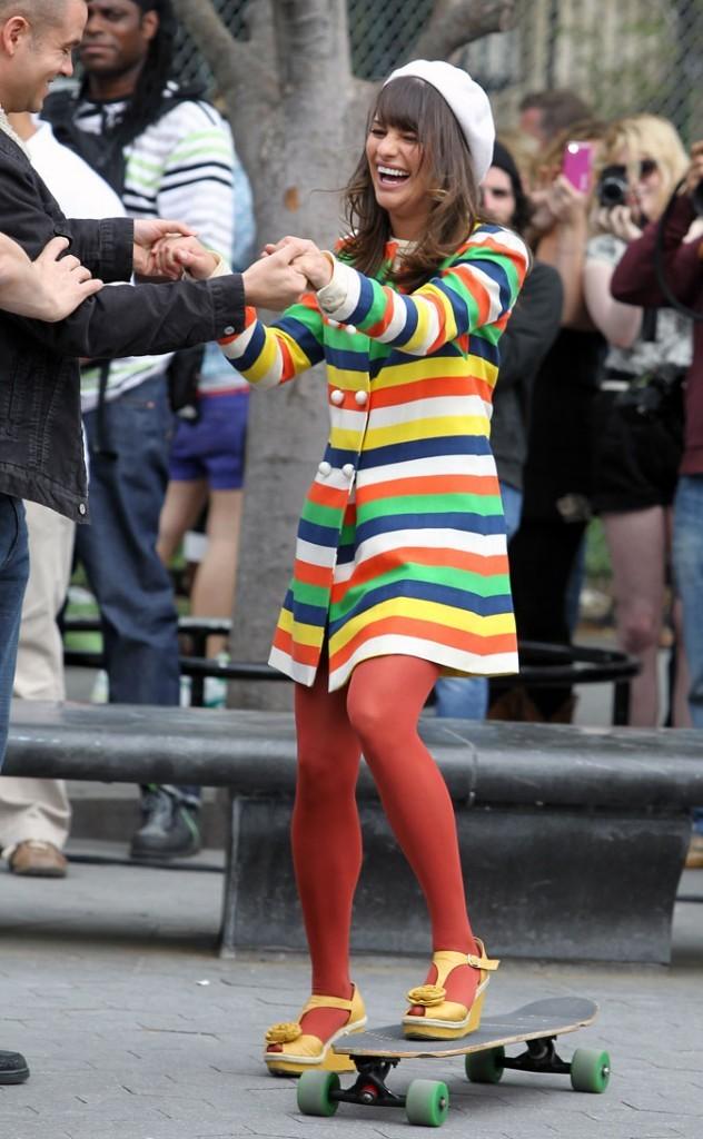 Look de Lea Michele dans Glee : un manteau à rayures coloré