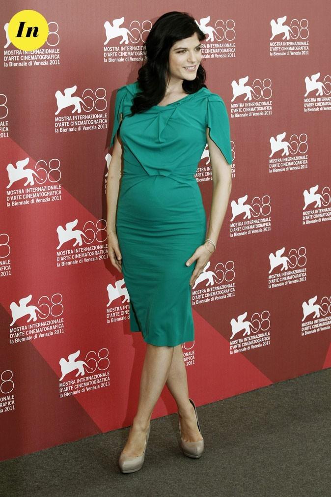 Mostra de Venise 2011 : la robe courte émeraude Roland Mouret de Selma Blair !