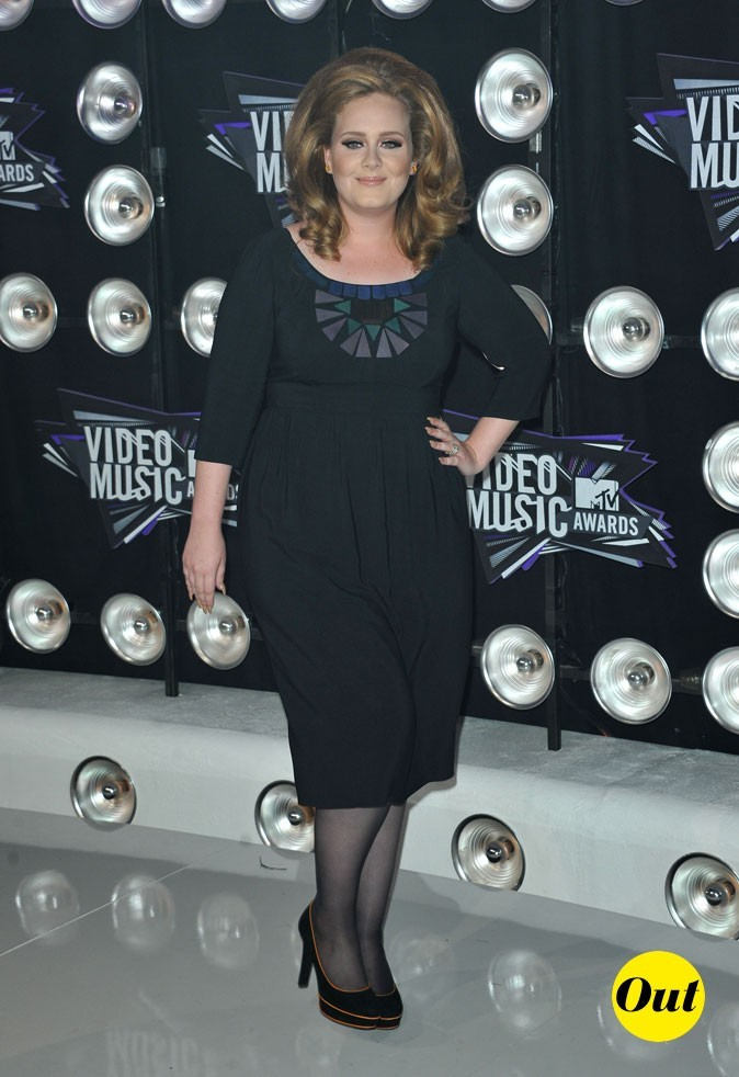 Le look d'Adele aux MTV Video Music Awards 2011 : une robe noire rétro Barbara Tfank