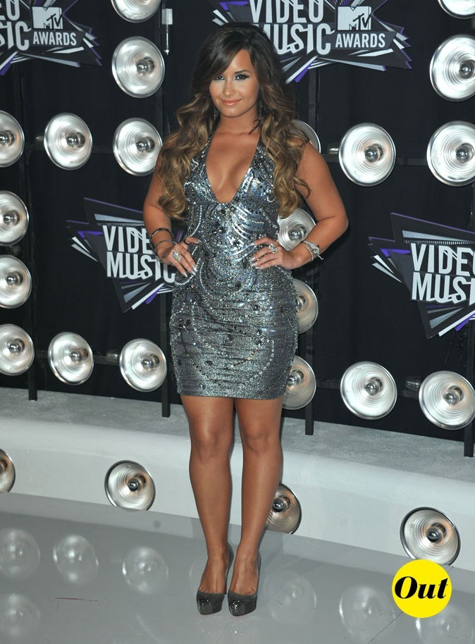 Le look de Demi Lovato aux MTV Video Music Awards 2011 : une robe argentée recouverte de bijoux