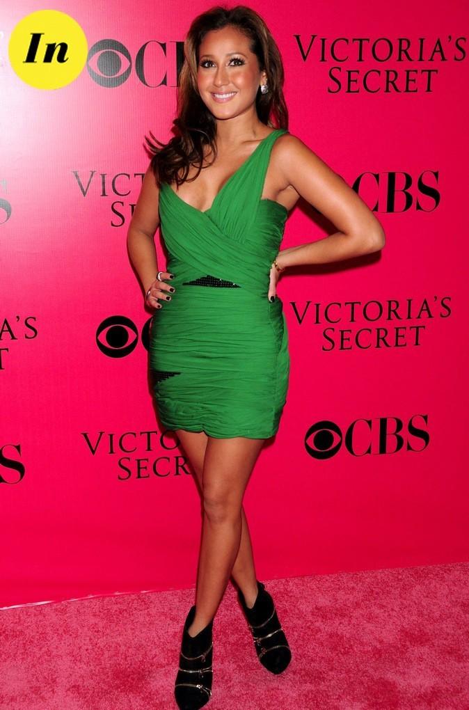 On aime la robe verte d'Adrienne Baillon, choisie pour assister au défilé Victoria's Secret !