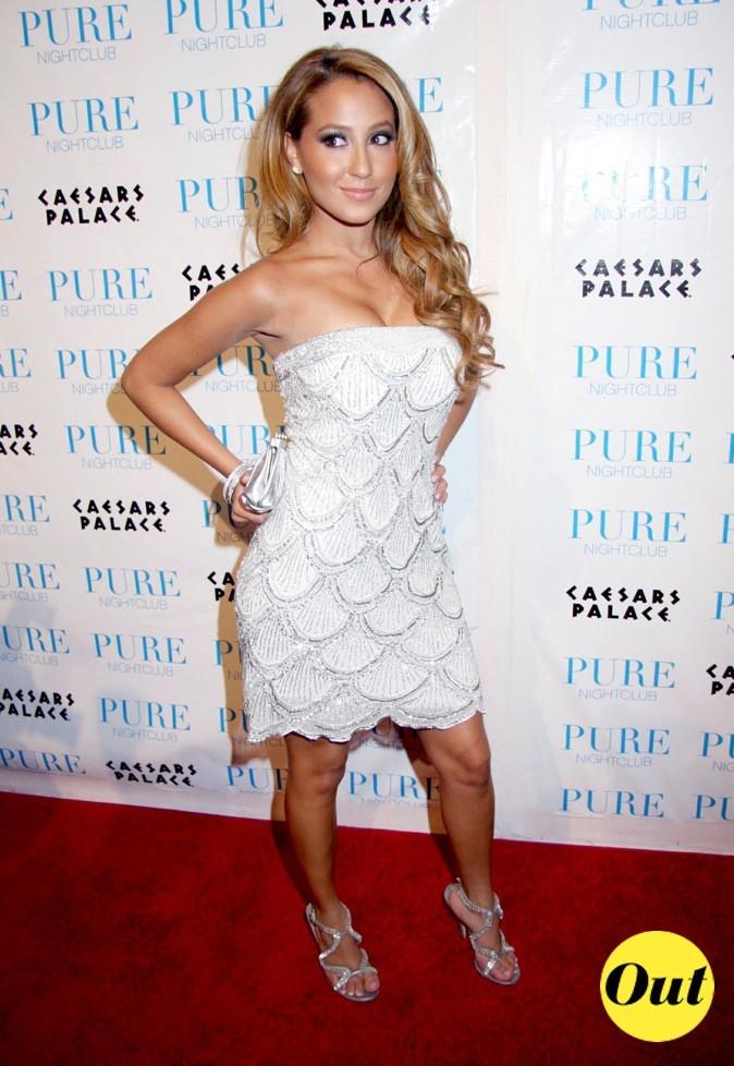 Pas très élégante la robe blanche d'Adrienne Baillon, portée pour le 24ème anniversaire de Khloé Kardashian !
