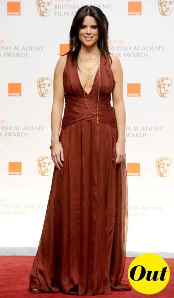 Photos : BAFTA Awards 2011 : la robe longue Roberto Cavalli de Neve Campbell