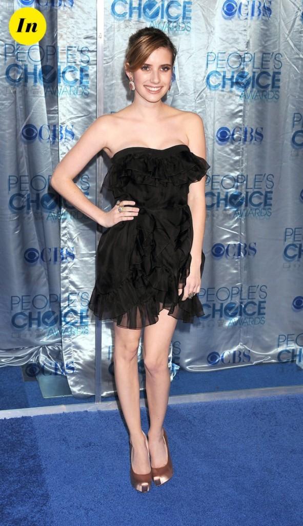 En mini robe, elle est envoûtante !