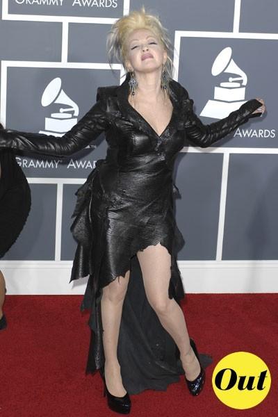 Photos : Grammy Awards 2011 : la robe de Cindy Lauper