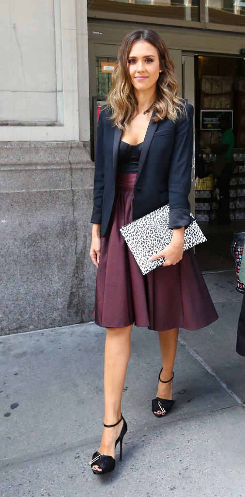 Photos : Jessica Alba : découvrez son CV Fashion, de casual à chic !