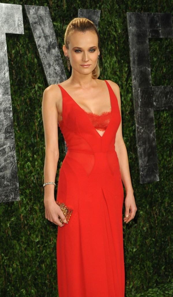 Diane Kruger, très inspirée par le rouge et le soir !