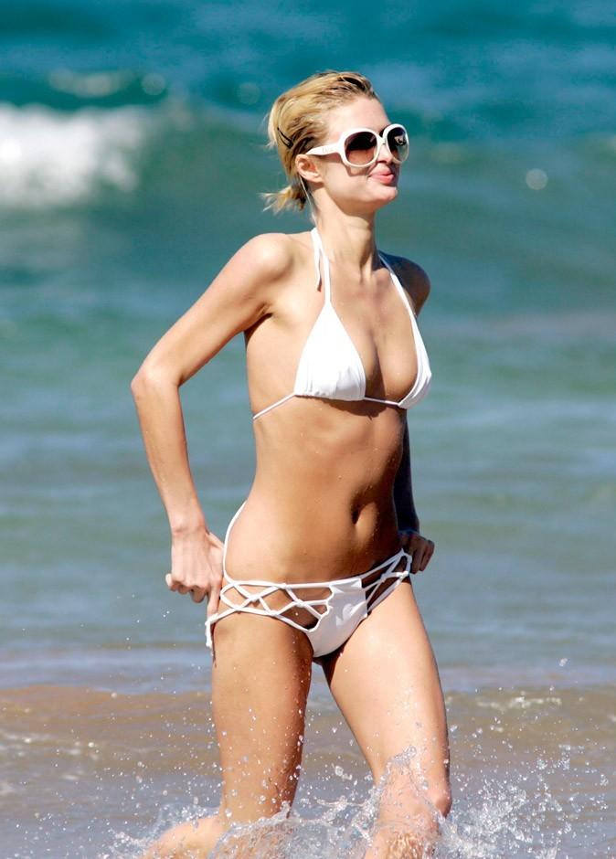 Un autre bikini blanc de Paris Hilton !