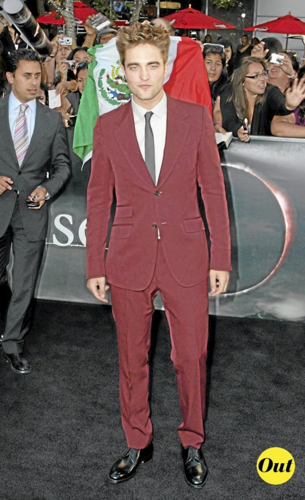 Le look costume rouge de Robert Pattinson en 2010