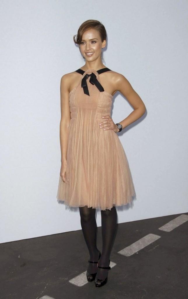 Jessica Alba assiste au défilé Chanel !