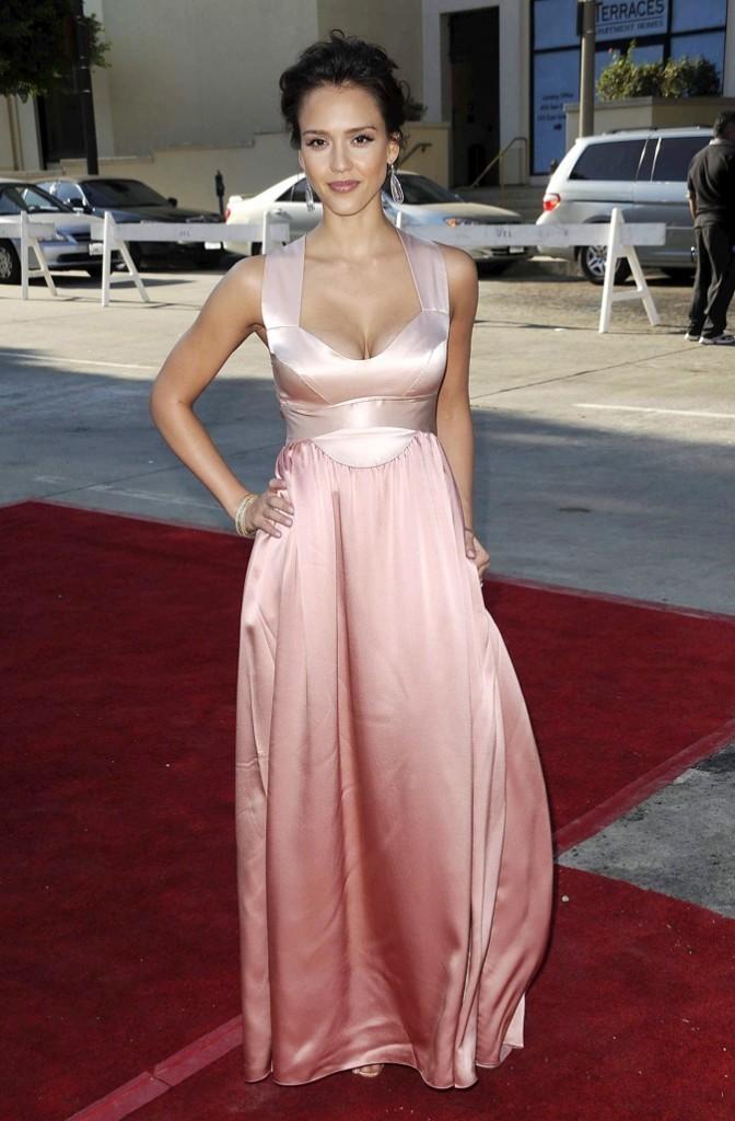 Jessica Alba, toute de rose vêtue lors des ALMA Awards en 2008 !