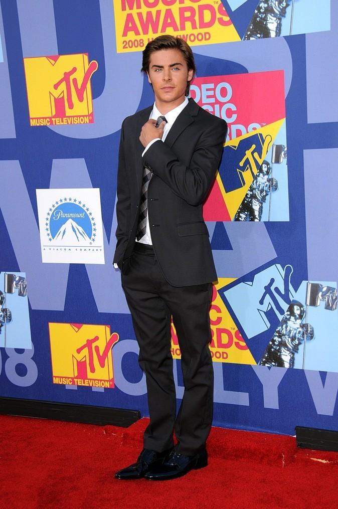 Aux MTV Movie Awards, il porte le costume gris chiné !