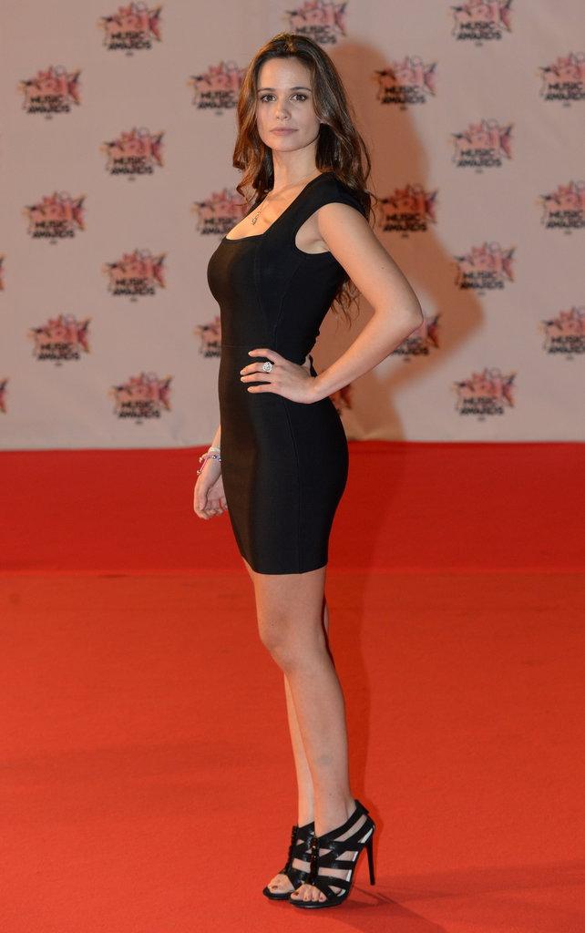 Photos : Lucie Lucas (Clem) : d'adolescente fragile à femme fatale... Découvrez son CV Fashion !