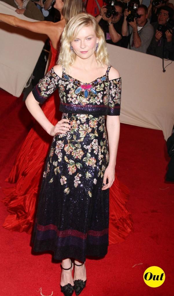 Photo look de star au MET Ball 2011 : la robe à fleurs Chanel de Kirsten Dunst