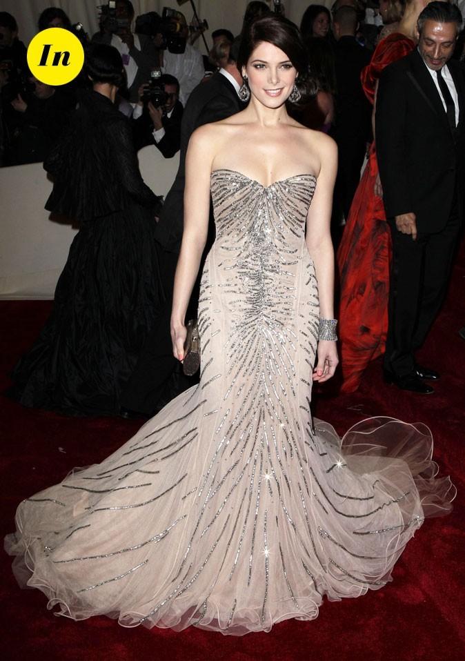 Photo look de star au MET Ball 2011 : la robe bustier Alexander McQueen d'Ashley Greene