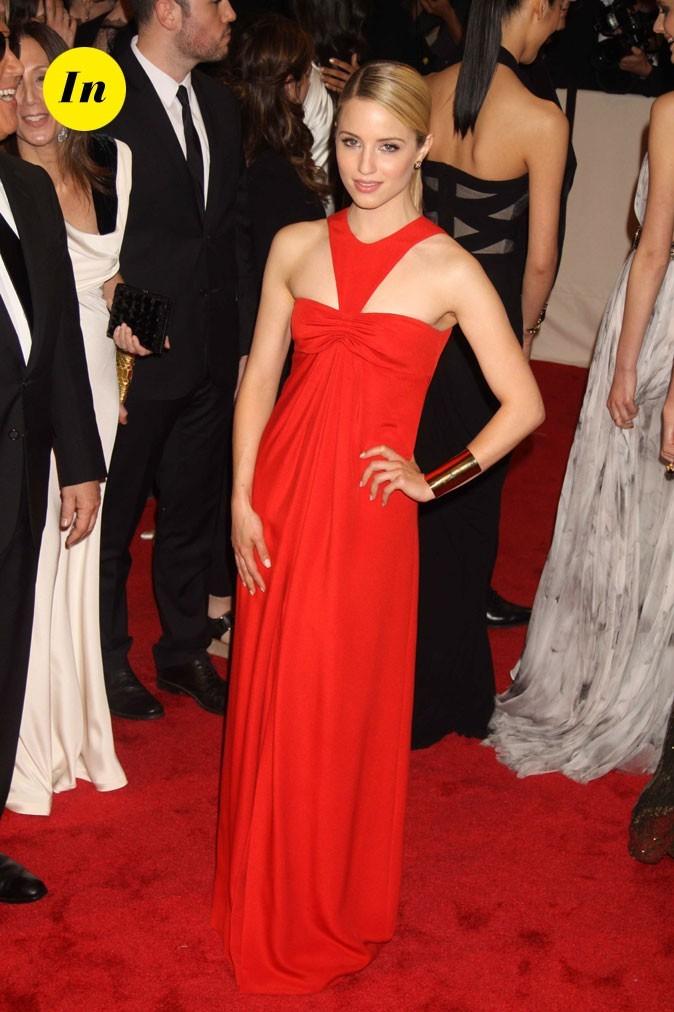 Photo look de star au MET Ball 2011 : la robe longue rouge Michael Kors de Dianna Agron