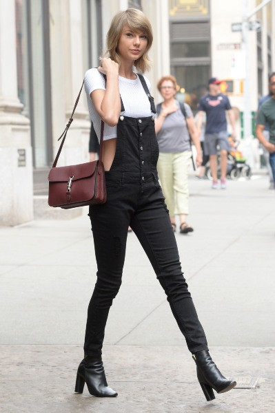 photos   taylor swift   d u00e9couvrez son cv fashion   de jeune fille sage  u00e0 femme fatale