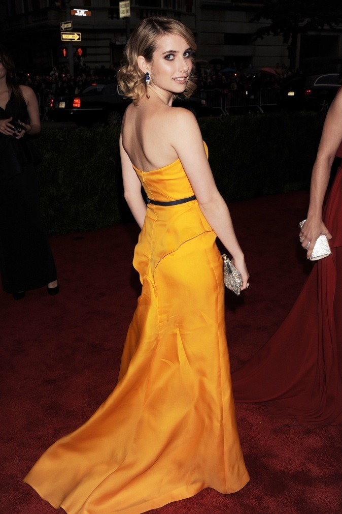 Emma Roberts opte pour le jaune moutarde !