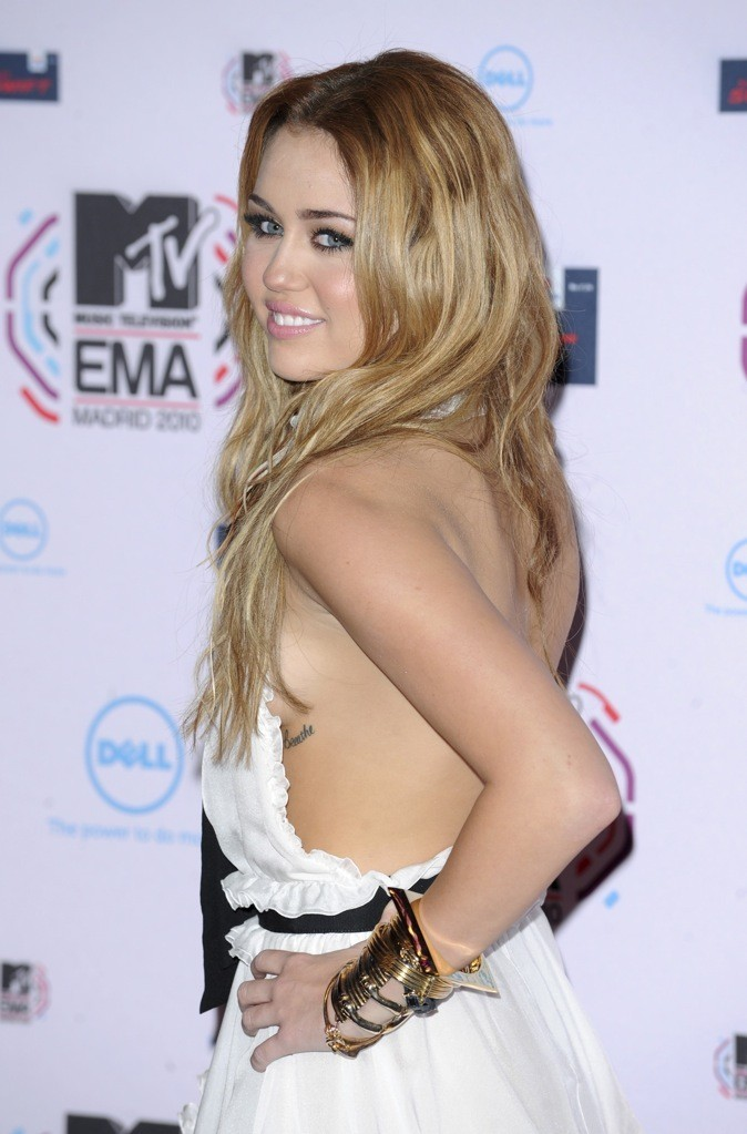 Miley Cyrus : un dos nu qui nous fait tous craquer !