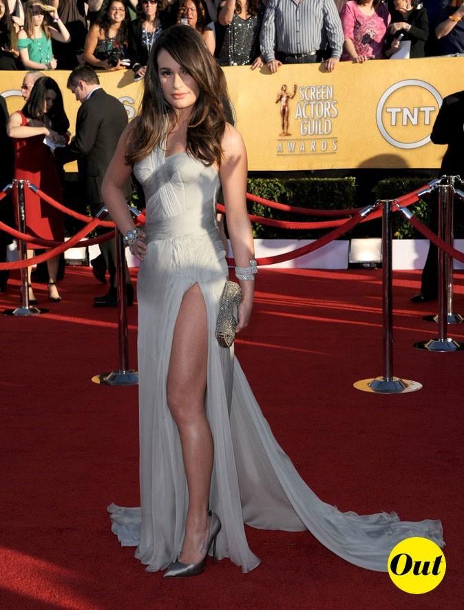 Lea Michelle misait sur une robe Versace un tantinet vulgaire