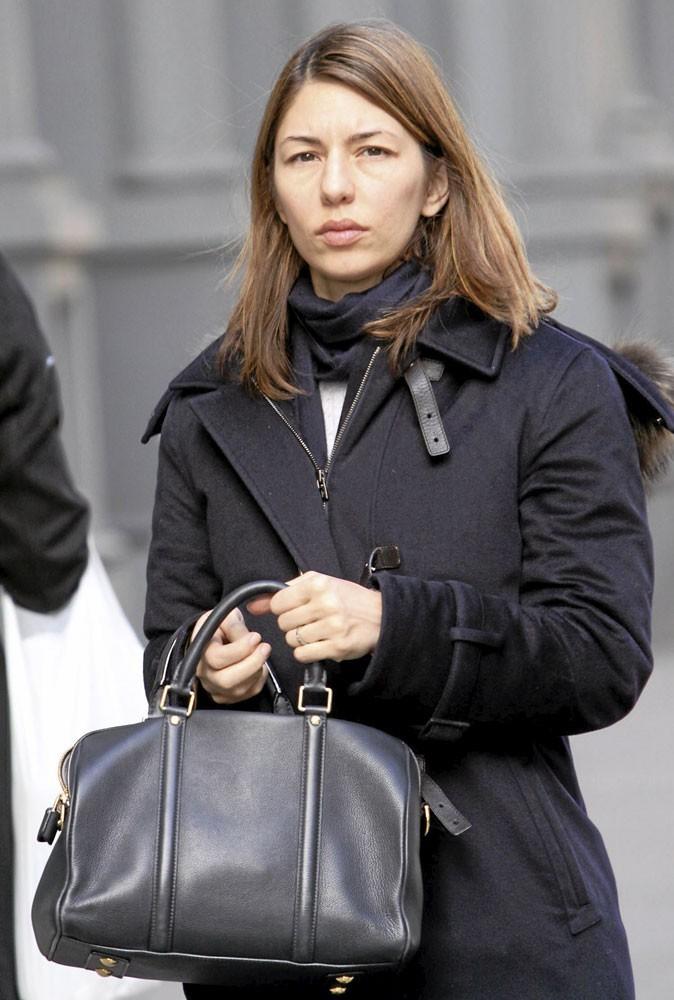Sofia Coppola ne sort plus sans son it bag Sofia Louis Vuitton