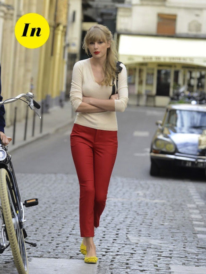 Le rouge à lèvres assorti au pantalon, on valide !