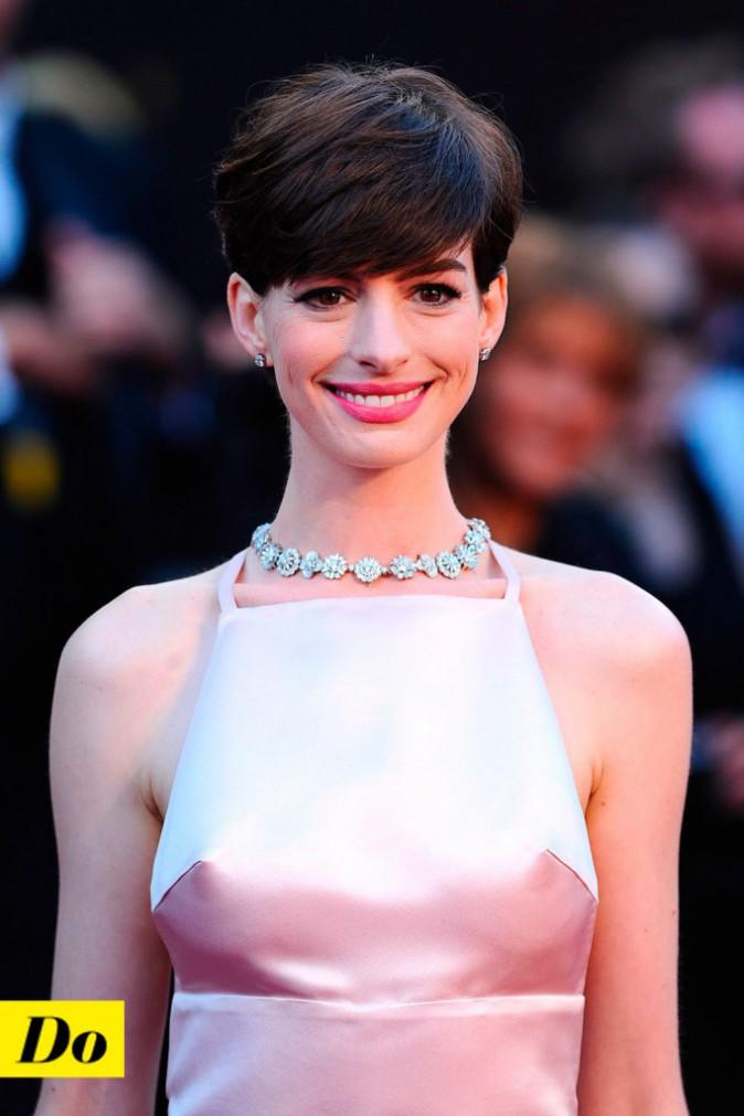 Anne Hathaway et la coupe garçonne.