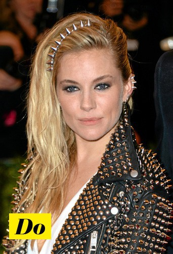 Copiez sans hésiter la coiffure bling réussie de Sienna Miller !