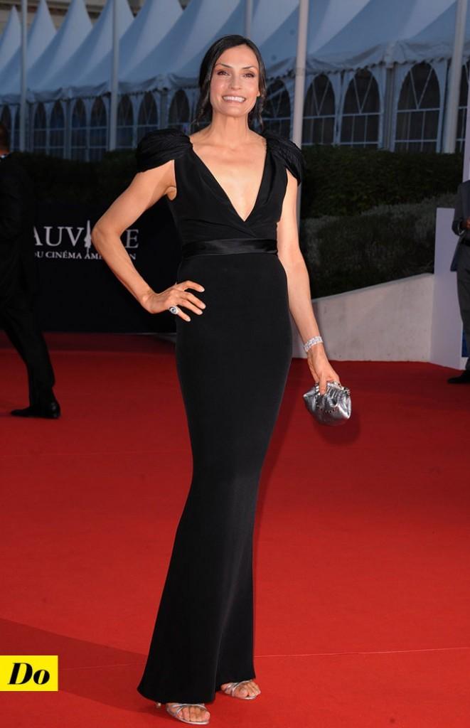 Festival de Deauville 2011 : la robe longue noire décolletée de Famke Janssen