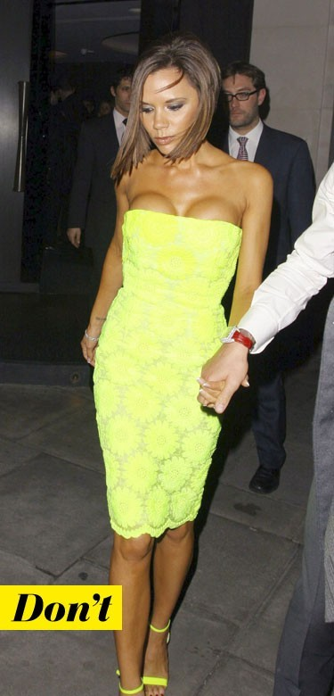 Mode d'emploi du look fluo : la robe jaune fluo de Victoria Beckham