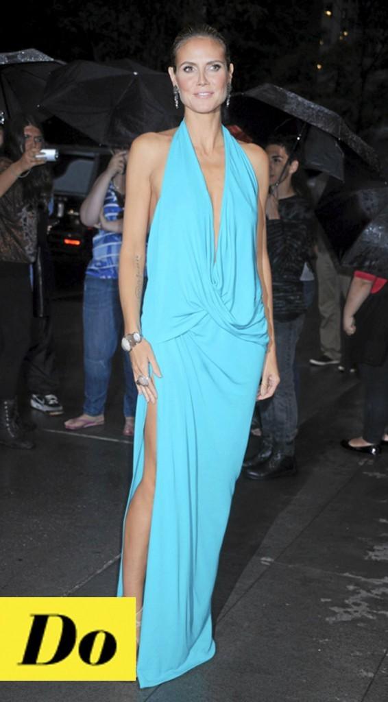 La robe turquoise décolletée de Heidi Klum