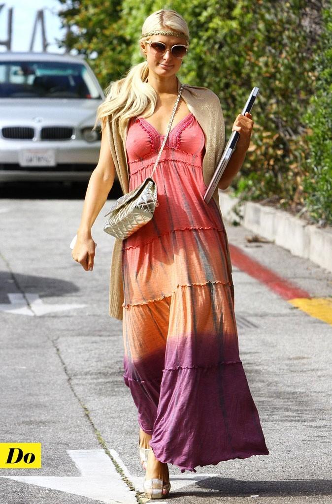 Look de star : la robe longue tie and dye de Paris Hilton