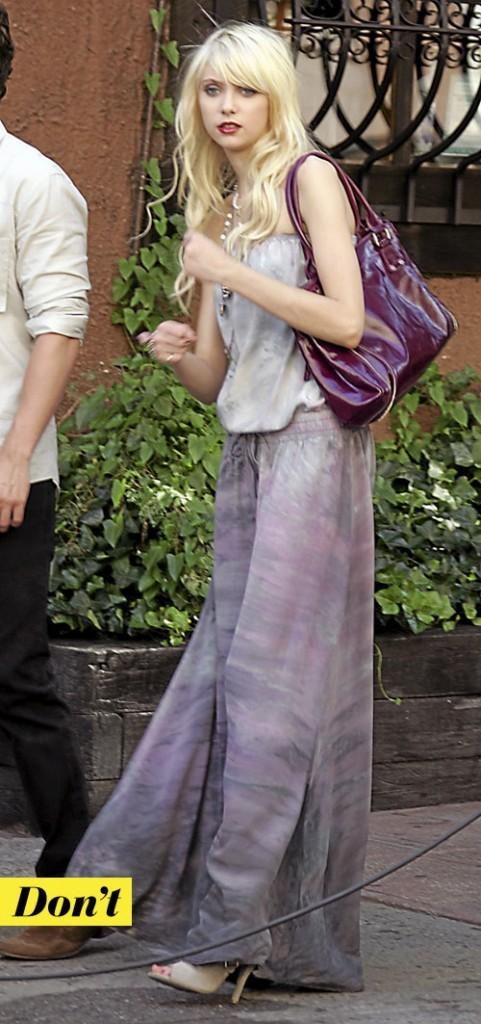 Tendance mode années 70 : la robe tie and dye de Taylor Momsen