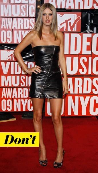 Nicky Hilton en robe zippée