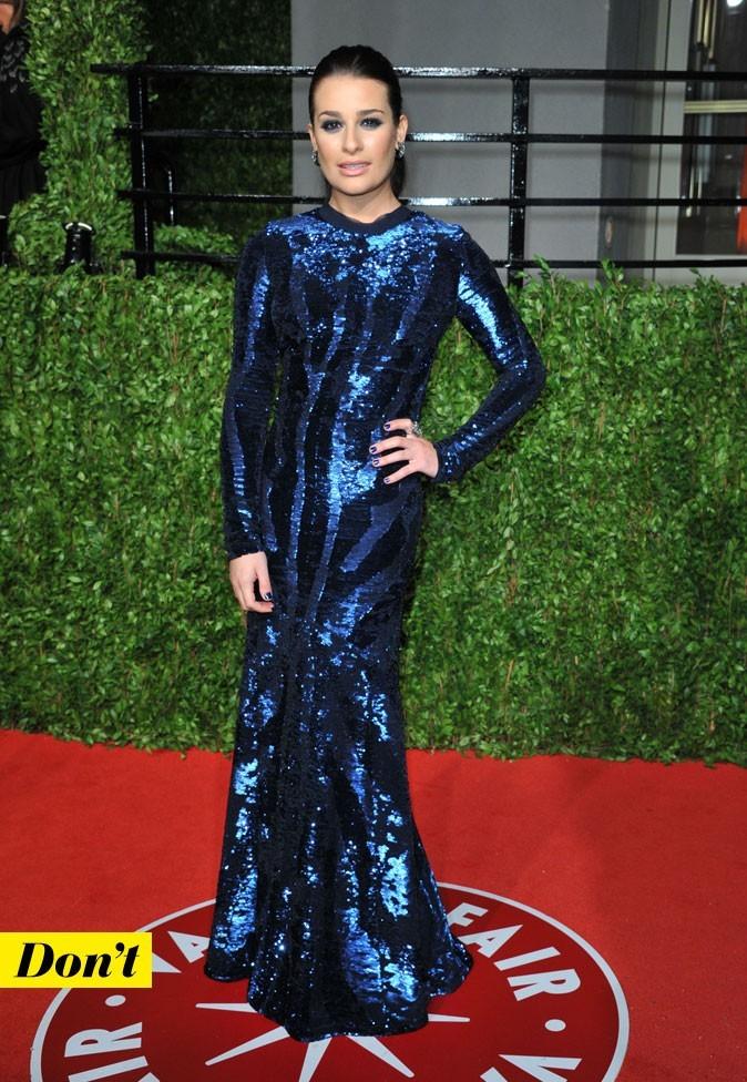 Lea Michele en maxi robe bleu nuit