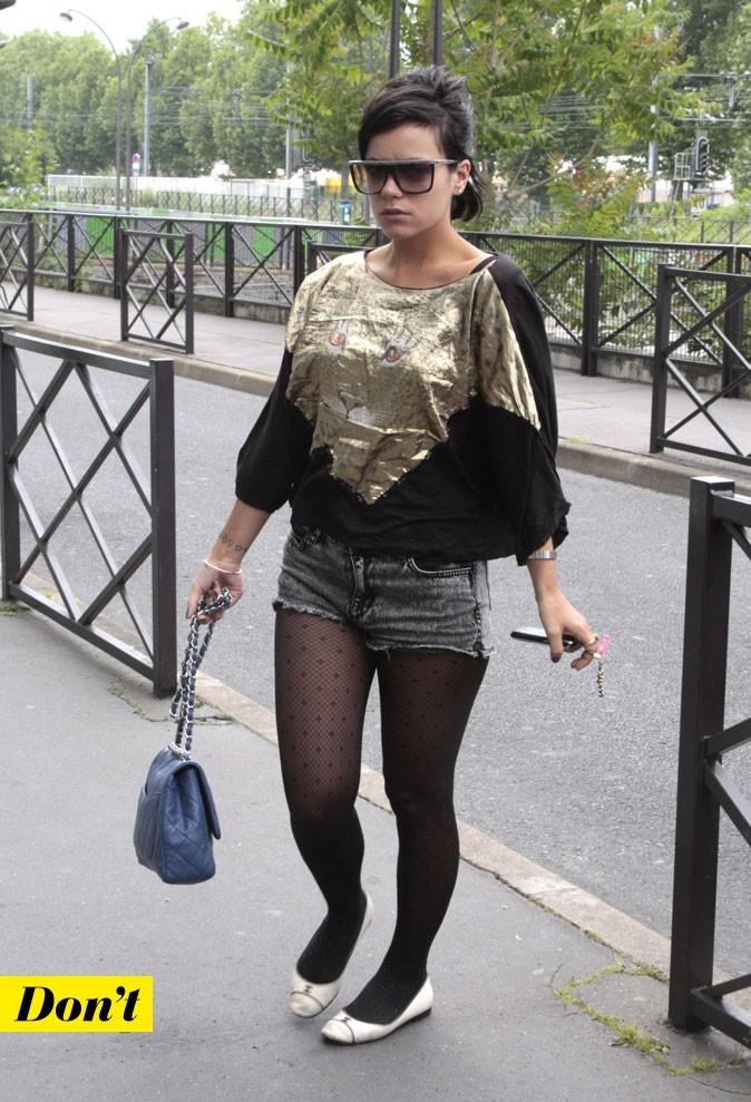 Look de Lily Allen : un short en jean et des ballerines blanches !