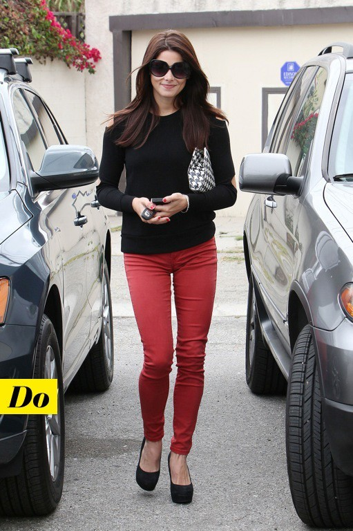 Ashley Greene et son jean rouge